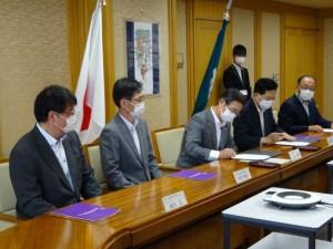 2 学長と知事による協定書への署名
